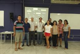 Prof. Vitor (centro da imagem) e participantes do curso